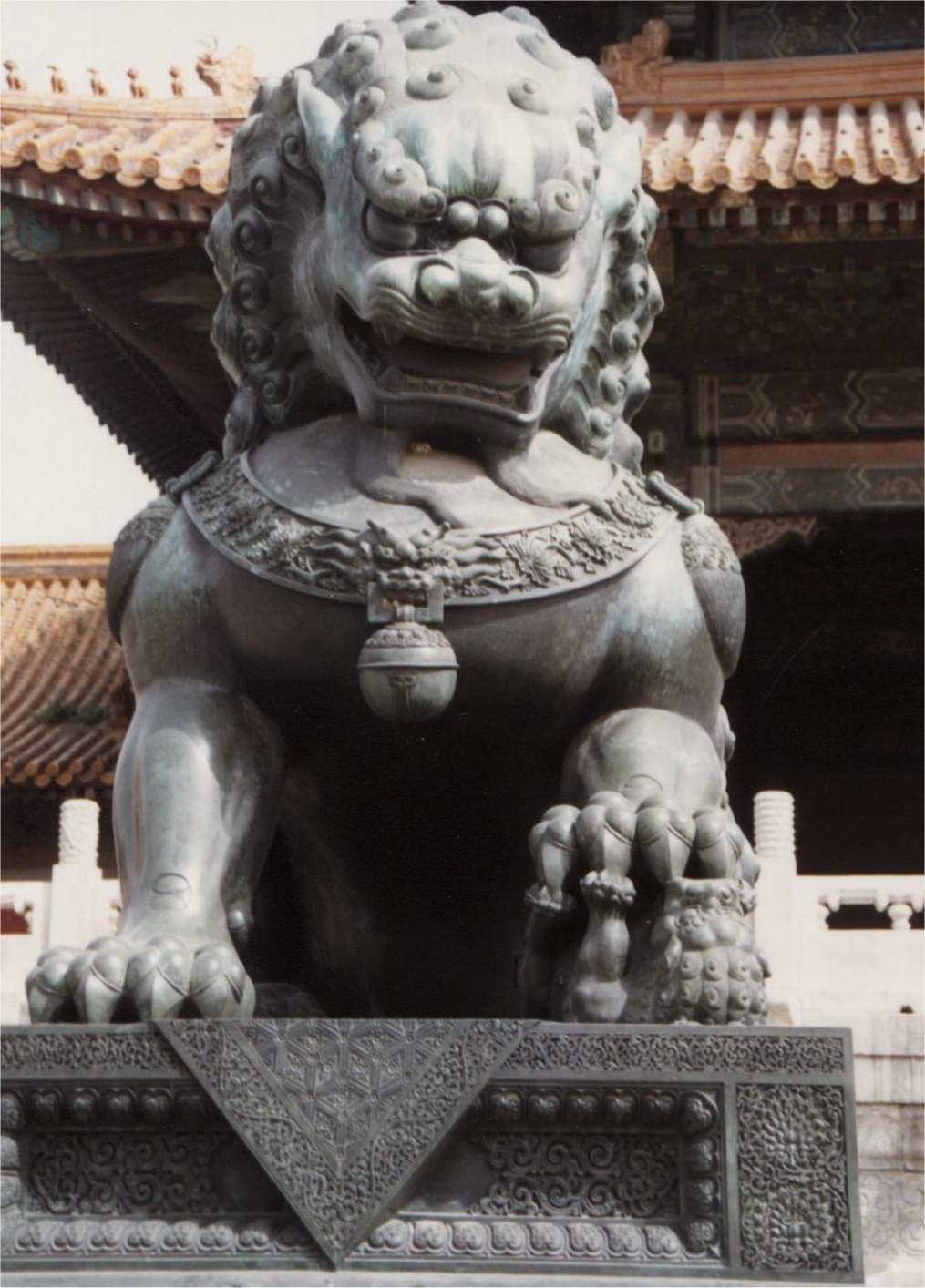 chinese guardian lions  chinese temple lions  roman