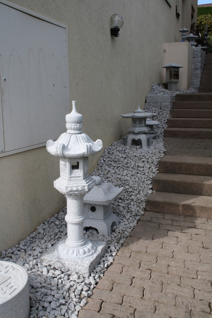 Kasuga Tempellaterne mit Decostein