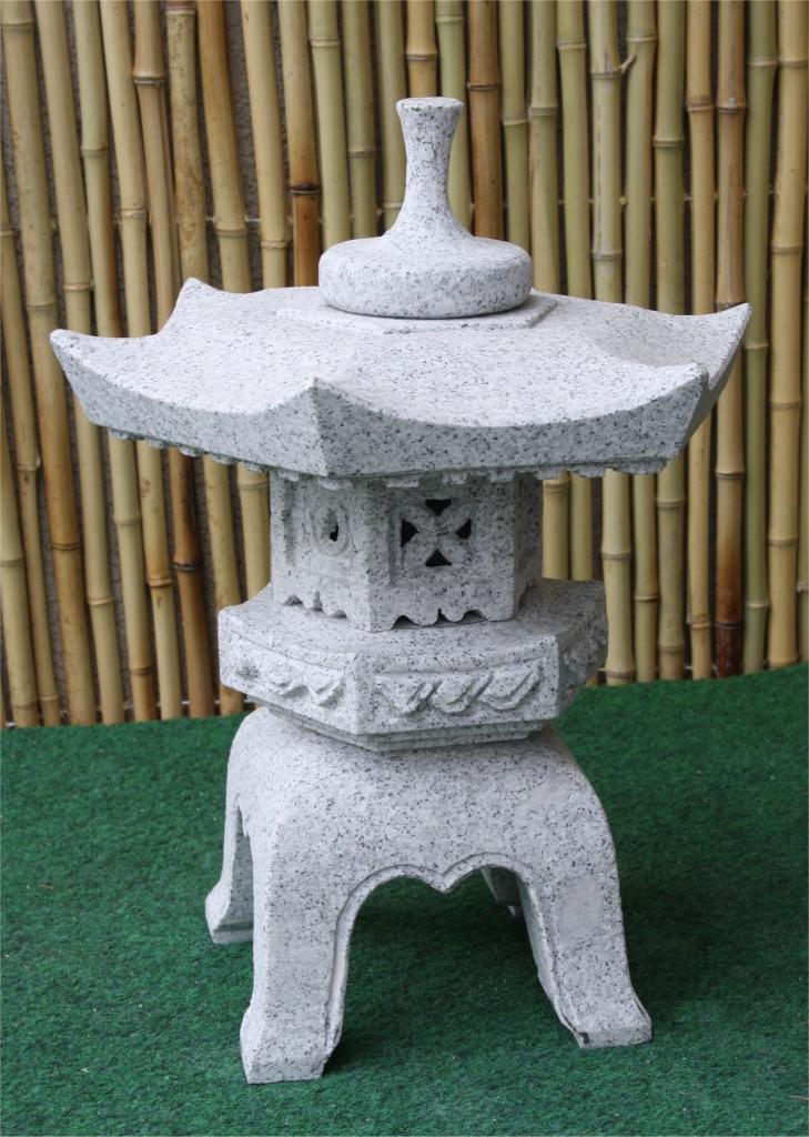 Yukimi Gata Japanische Und Chinesische Steinlaterne Roman