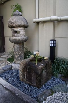 Kyoto Nittai-Ji Tempel Steinlaternen und Wasserbecken