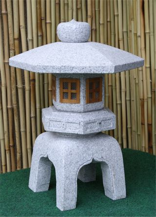 Kodai Yukimimit Holzfenstern